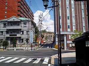 道後温泉駅前から伊佐爾波神社方面.jpg